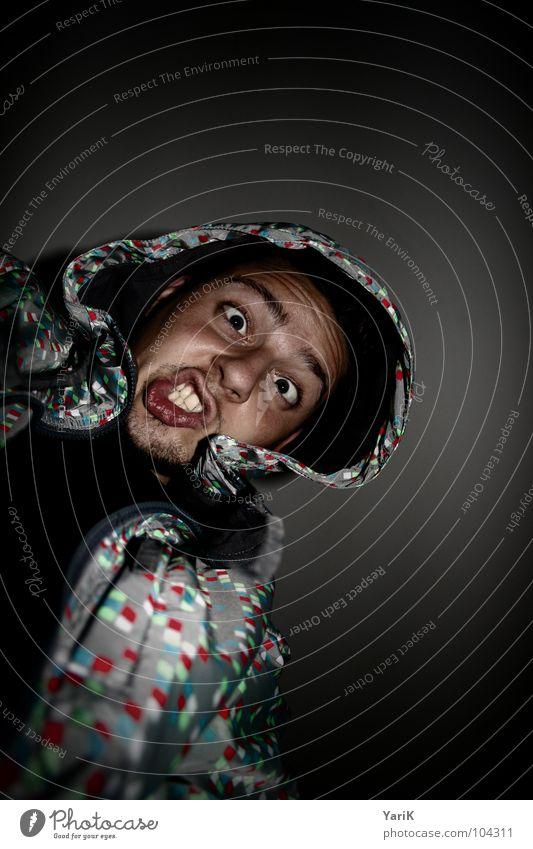 fletschen Mann Jacke Kapuze Stil dunkel mehrfarbig schwarz verrückt Wut Ärger hoody Auge Gesicht konstrast Fleck Punkt Blick mad madness Zähne
