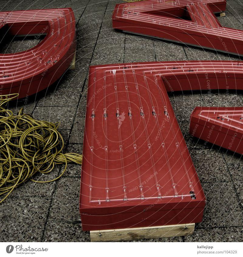 RAP Lateinisches Alphabet Schüler Typographie Buchstaben Leuchtreklame Kabelsalat Bürgersteig Stolperfalle Alexanderplatz Schriftzeichen schreiben lernen