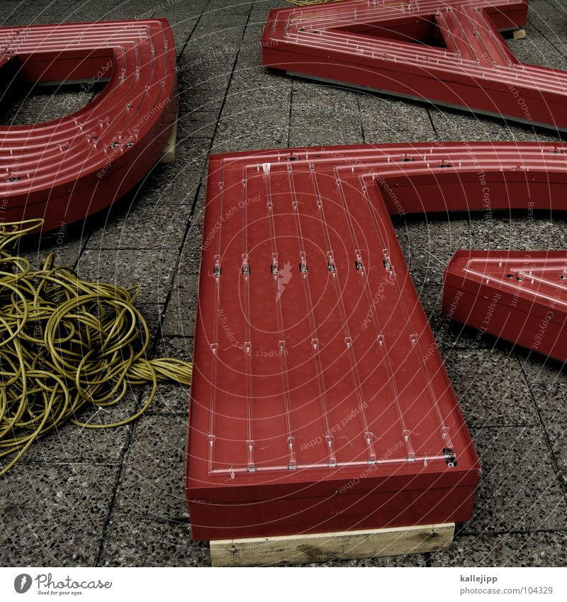 RAP Schriftzeichen lernen Buchstaben Kabel Bürgersteig schreiben Schüler Typographie Plattenbau Alexanderplatz Leuchtreklame Lateinisches Alphabet Kabelsalat Stolperfalle