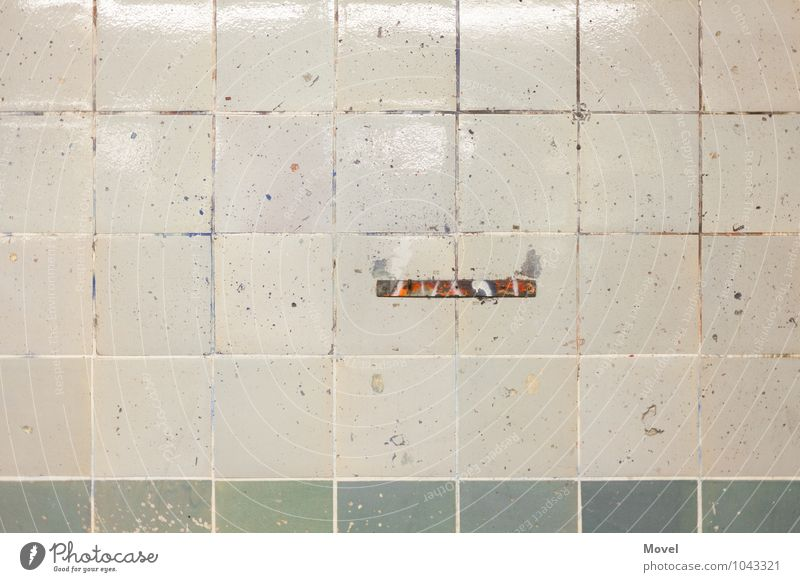 Stelle Stadt Wand Farbstoff Graffiti Mauer Berlin Stein Linie Fassade dreckig Vergänglichkeit Sauberkeit Vergangenheit Zusammenhalt Verfall Fliesen u. Kacheln