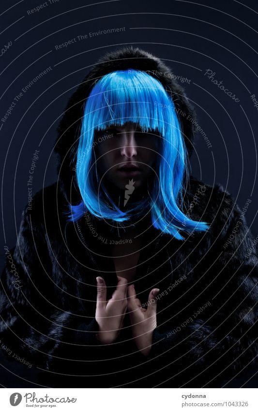 Blue Zentriert Mensch Jugendliche blau schön Junge Frau Erotik 18-30 Jahre dunkel Erwachsene Stil Haare & Frisuren elegant Kraft Vergänglichkeit einzigartig