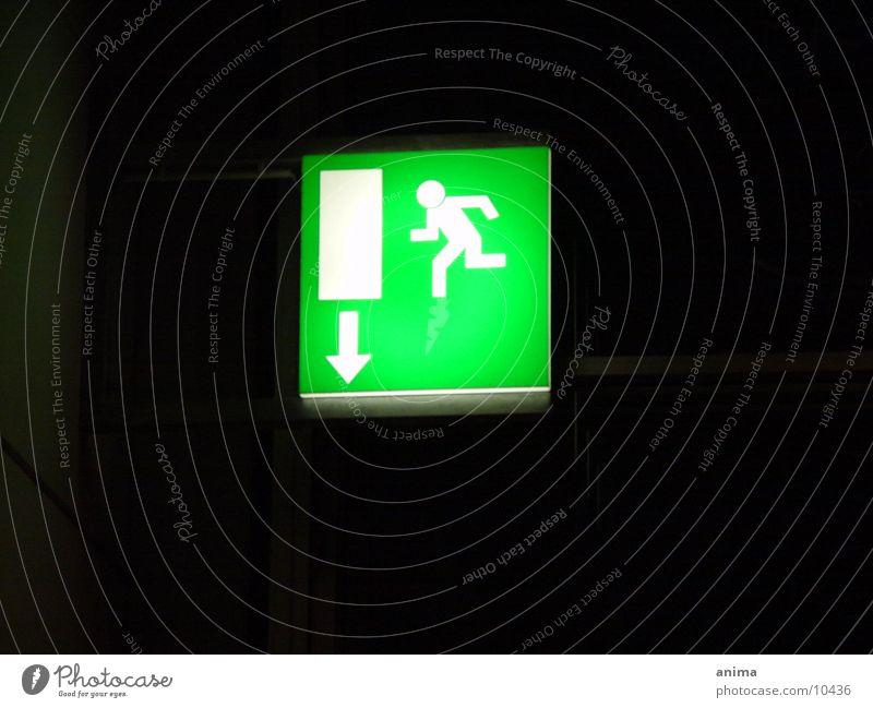 ausweg grün schwarz Pfeil Ausweg Fototechnik Fluchtweg