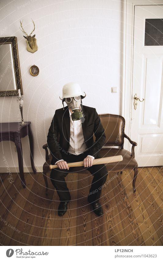 Fein gemacht. IX maskulin Junger Mann Jugendliche 1 Mensch 18-30 Jahre Erwachsene 30-45 Jahre Subkultur Veranstaltung Party Anzug Maske sitzen warten Aggression