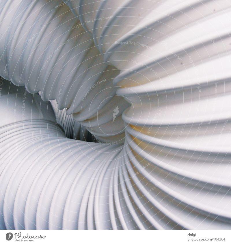 faltig verschlungen... weiß kalt grau Luft Raum Zusammensein Wohnung Technik & Technologie heiß Statue Falte Draht durcheinander Schlauch Kunst Schlafzimmer
