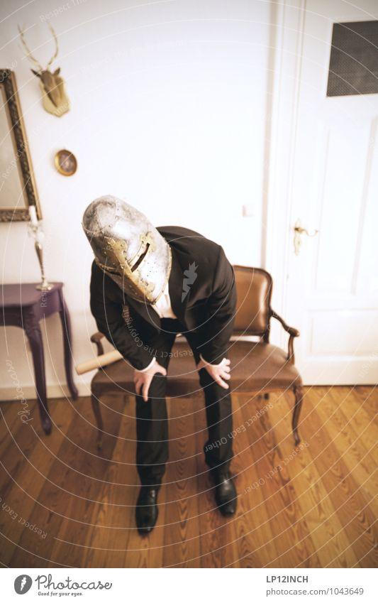 Fein gemacht. XI maskulin Junger Mann Jugendliche Erwachsene 1 Mensch 18-30 Jahre 30-45 Jahre Veranstaltung Show Bekleidung Anzug Helm entdecken Blick stehen