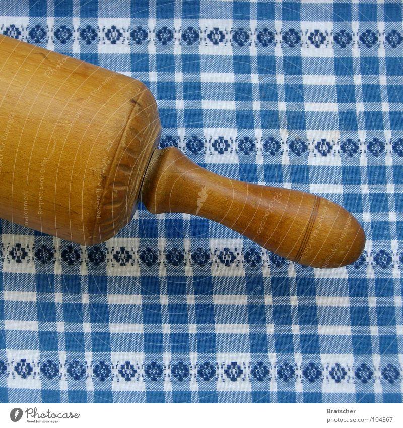 Komm du mir nach Haus... Tisch ausrollen Teigwaren Nudelholz Holz Bayern Eifersucht Scheidung Gastronomie Kampfsport Tischtusch bayrisch Stoiber dramatisch