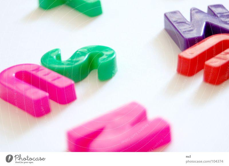 Buchstaben SIEBEN weiß grün blau rot Freude gelb Farbe Schule Zusammensein orange lernen lesen Schriftzeichen Dekoration & Verzierung schreiben