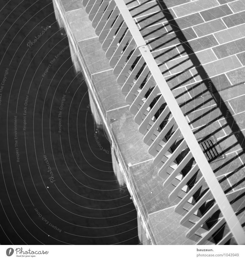 hamburger zebra. Wasser Fluss Stadt Hafenstadt Brücke Verkehr Verkehrswege Fußgänger Wege & Pfade Brückengeländer Stein Metall Linie Streifen eckig