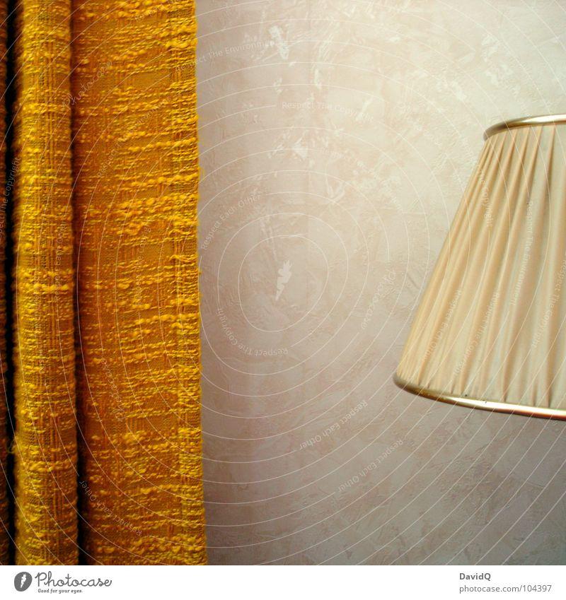 old school living alt gelb Lampe braun retro Regenschirm Möbel Vergangenheit Wohnzimmer Langeweile Vorhang Nostalgie Gardine Siebziger Jahre Erinnerung Sechziger Jahre