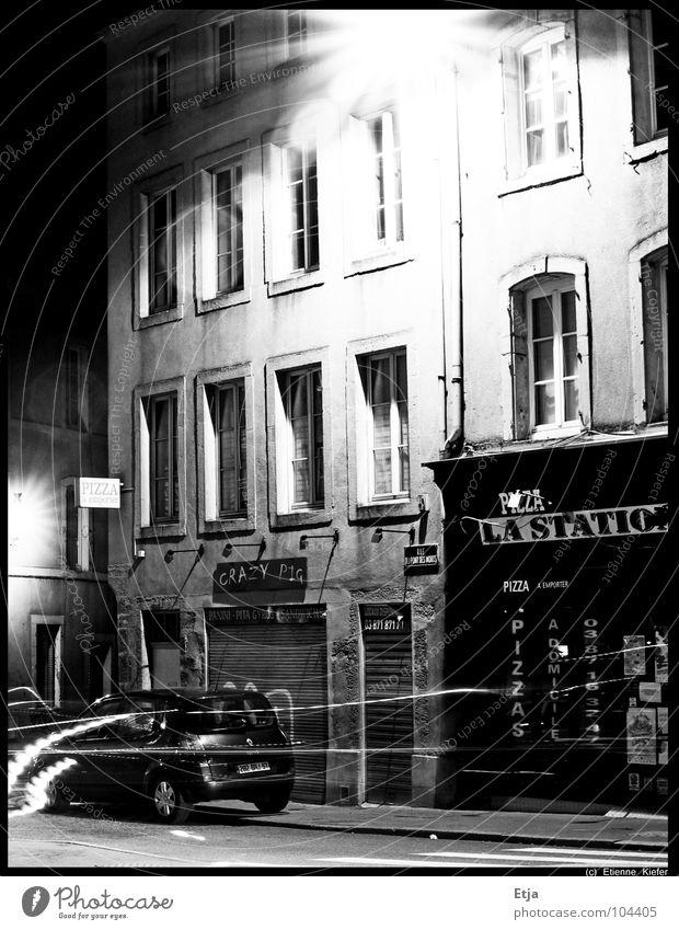 Crazy Pig? Mensch Stadt schön Ferien & Urlaub & Reisen Haus Ferne Straße dunkel Arbeit & Erwerbstätigkeit Wege & Pfade Wärme Gebäude PKW Stimmung Lampe Kunst