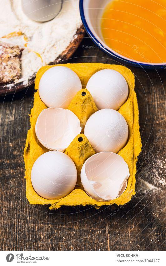 Frische Eier in Karton auf dem Küchentisch alt Gesunde Ernährung gelb Leben Stil Lebensmittel Foodfotografie Design Kochen & Garen & Backen Bioprodukte