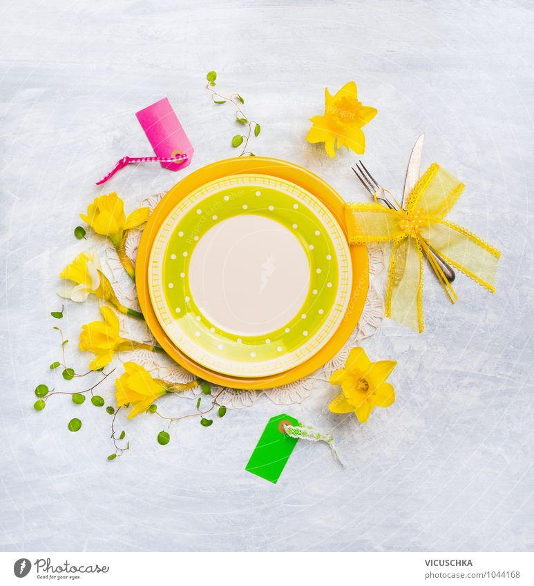 Teller mit Frühlingsblumen Dekoration Sommer Blume gelb Innenarchitektur Stil Hintergrundbild Lifestyle Feste & Feiern Design Dekoration & Verzierung Tisch