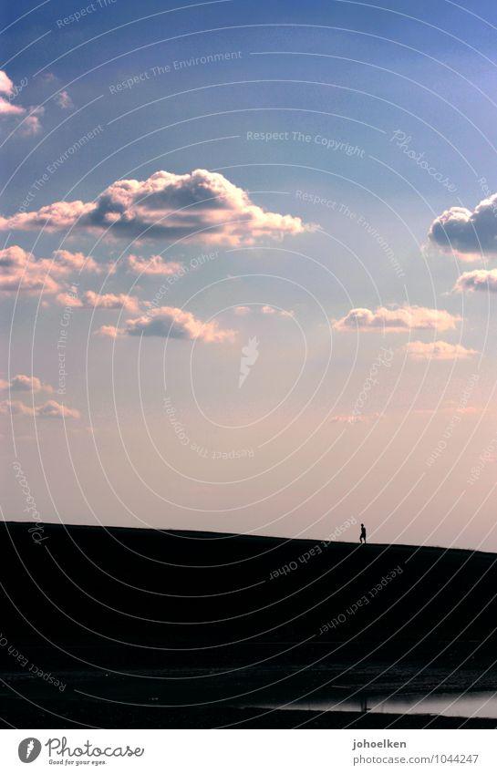 Auf schmalem Grat Mensch Himmel Ferien & Urlaub & Reisen blau Erholung Einsamkeit ruhig Wolken Ferne Berge u. Gebirge Bewegung gehen rosa gold Erfolg wandern
