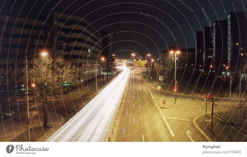Blaulicht@NIGHT Straße Verkehr Langzeitbelichtung Warnleuchte