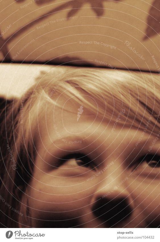 Behütet II Frau Mensch Mädchen Auge Lampe Spielen lachen Haare & Frisuren Beleuchtung Nase gold Baumkrone Geborgenheit König verträumt Lampenschirm