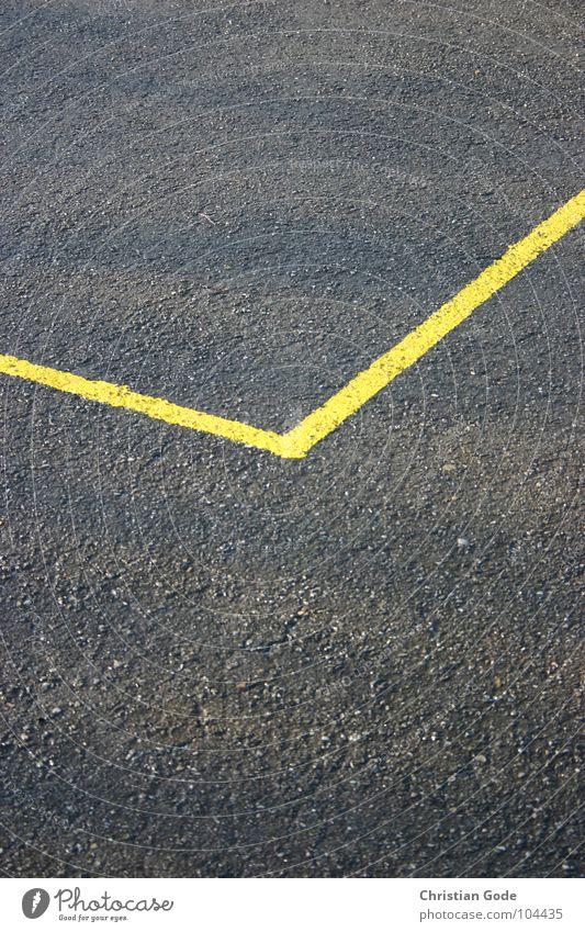 Markierung gelb grau Linie Ecke Asphalt Am Rand Bildausschnitt eckig Begrenzung Bodenmarkierung