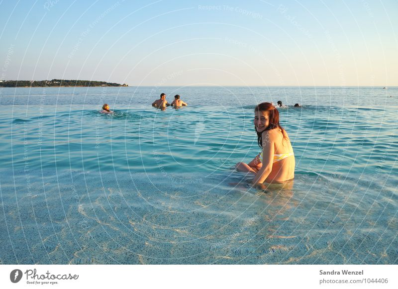 Christin Mensch Kind Ferien & Urlaub & Reisen Jugendliche blau Sommer Sonne Erholung Meer Strand kalt feminin Gesundheit Schwimmen & Baden leuchten