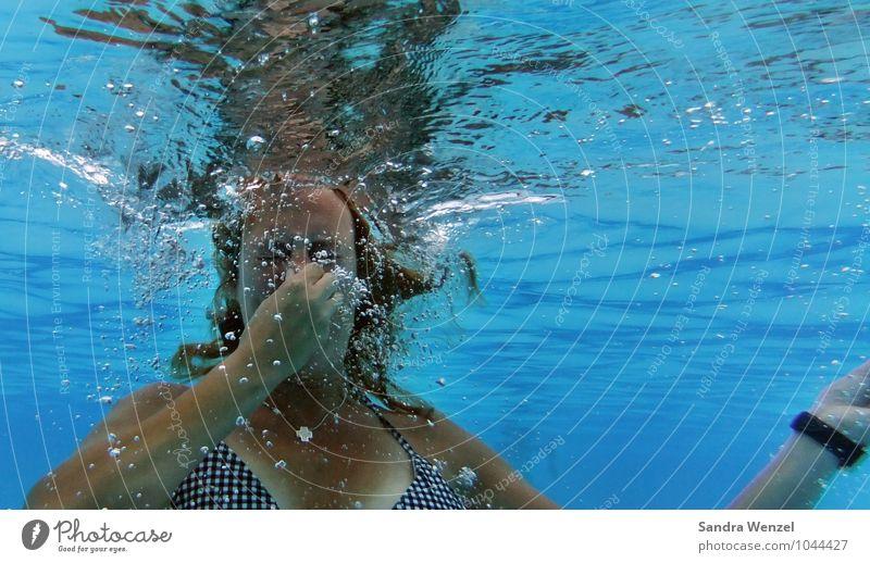 Badespaß Mensch Ferien & Urlaub & Reisen blau Sommer Sonne Erwachsene feminin Haare & Frisuren Schwimmen & Baden Kopf Wellen Tourismus Haut Schwimmbad tauchen