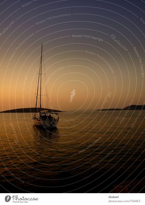 ruhe vor dem sturm Himmel Meer Sommer Einsamkeit ruhig Wasserfahrzeug heiß Bucht Segeln Segelboot