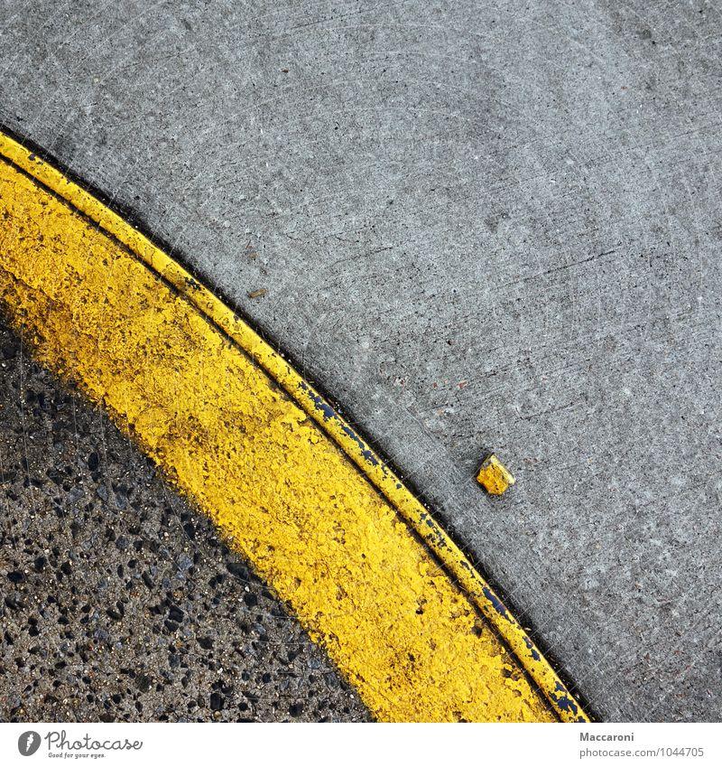 Na wo kommst du denn her? Einsamkeit gelb Straße Stein Linie PKW Verkehr Kreativität Bodenbelag kaputt Asphalt Verkehrswege Straßenbelag Kurve Zeichnung