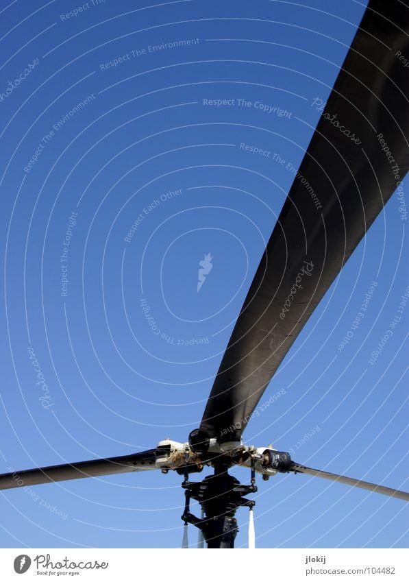 151 Rettung Rettungshubschrauber Hubschrauber hell-blau zyan Flugzeug Flughafen Freizeit & Hobby Himmel rescue helicopter Blauer Himmel Schönes Wetter Dynamik