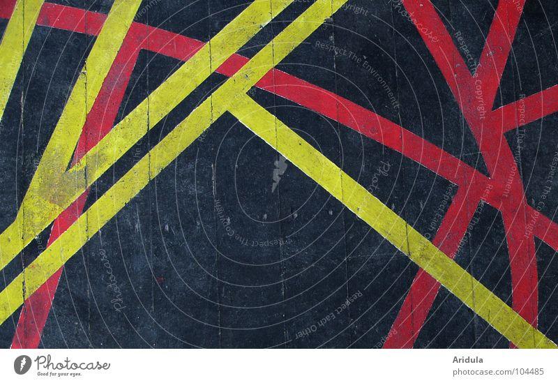 Bretter der Welt rot schwarz gelb Farbe Holz Wege & Pfade Linie Graffiti Kunst Bodenbelag Kultur streichen Theater Bühne Teilung Kino