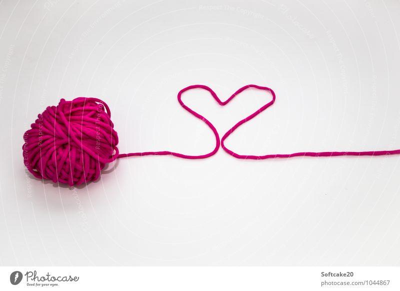 Liebe Wolle Herz herzförmig Valentinstag Liebesgruß Stimmung Verliebtheit Romantik Farbfoto Textfreiraum oben Textfreiraum unten