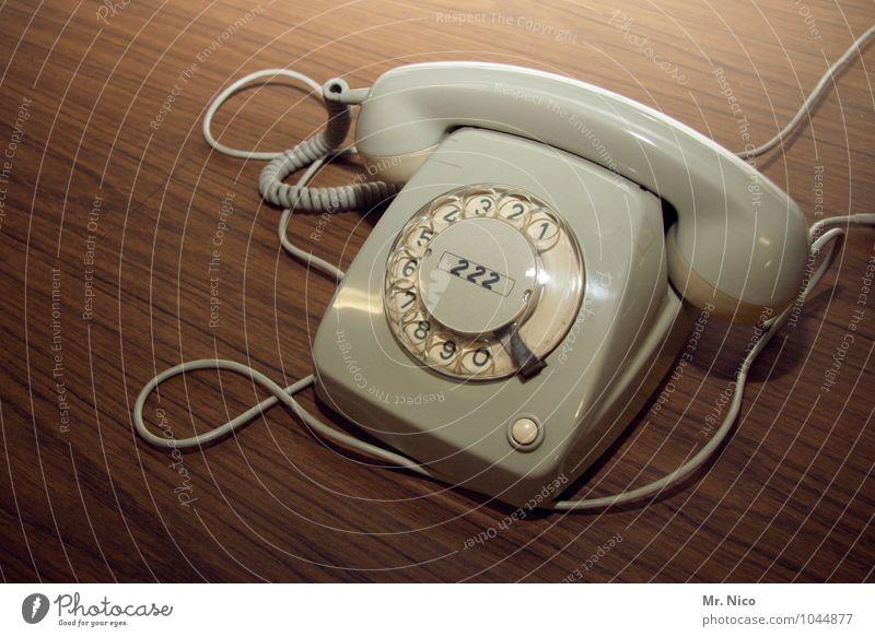 retro | phone alt Häusliches Leben Büro Technik & Technologie Tisch Kommunizieren Telekommunikation Ziffern & Zahlen Telefon Kontakt analog Nostalgie wählen