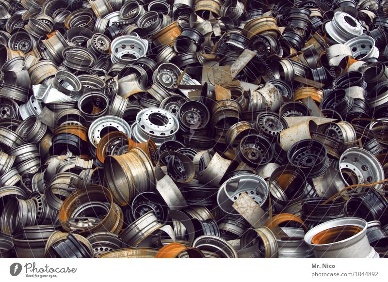 heavy metal I Freizeit & Hobby Arbeit & Erwerbstätigkeit Industrie Handel gold grau silber Rost Felge Schrott Schrottplatz Metall Stahl Umweltverschmutzung Müll