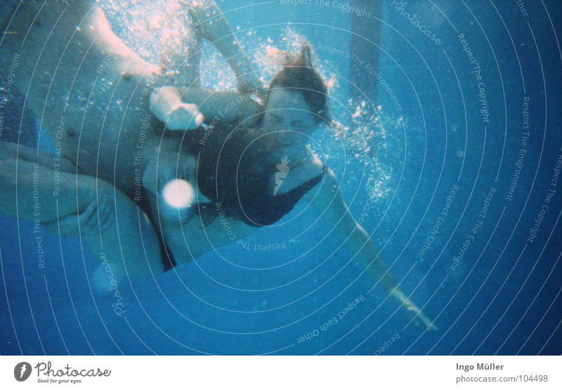 underwater Frau Mann blau Wasser Sommer Paar Kraft Schwimmen & Baden Unterwasseraufnahme Schwimmbad Bad tauchen kämpfen untergehen Wassersport schlagen