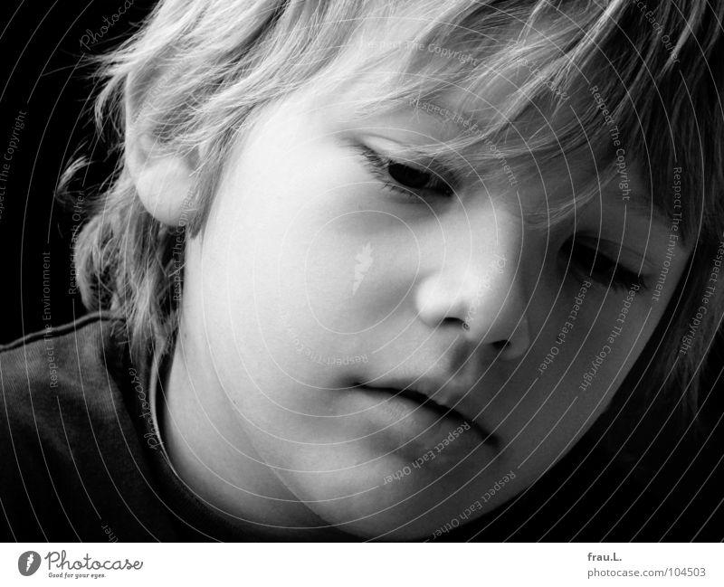 sanft Kind 7 Porträt blond Konzentration schön weich klug ernst verträumt träumen Mensch Junge 7 Jahre Haare & Frisuren Gesicht kug