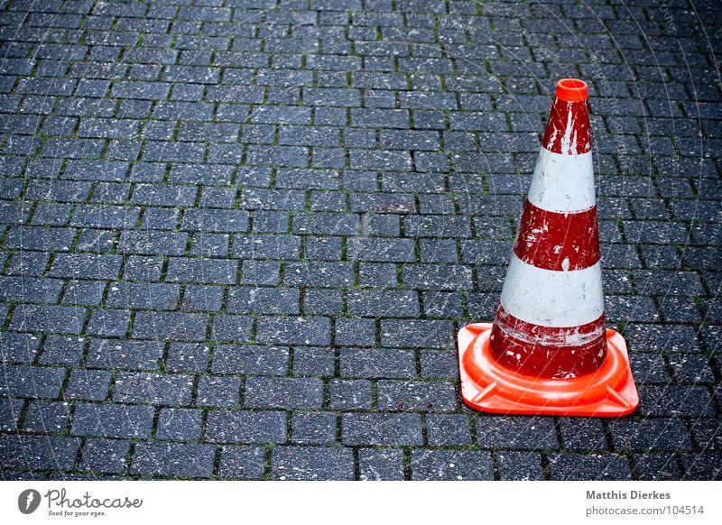 PILONE Baustelle Bauarbeiter Arbeit & Erwerbstätigkeit Straßenbau Stadtwerke schließen Barriere Streik gefährlich Bagger Hinweisschild Warnhinweis Verbote