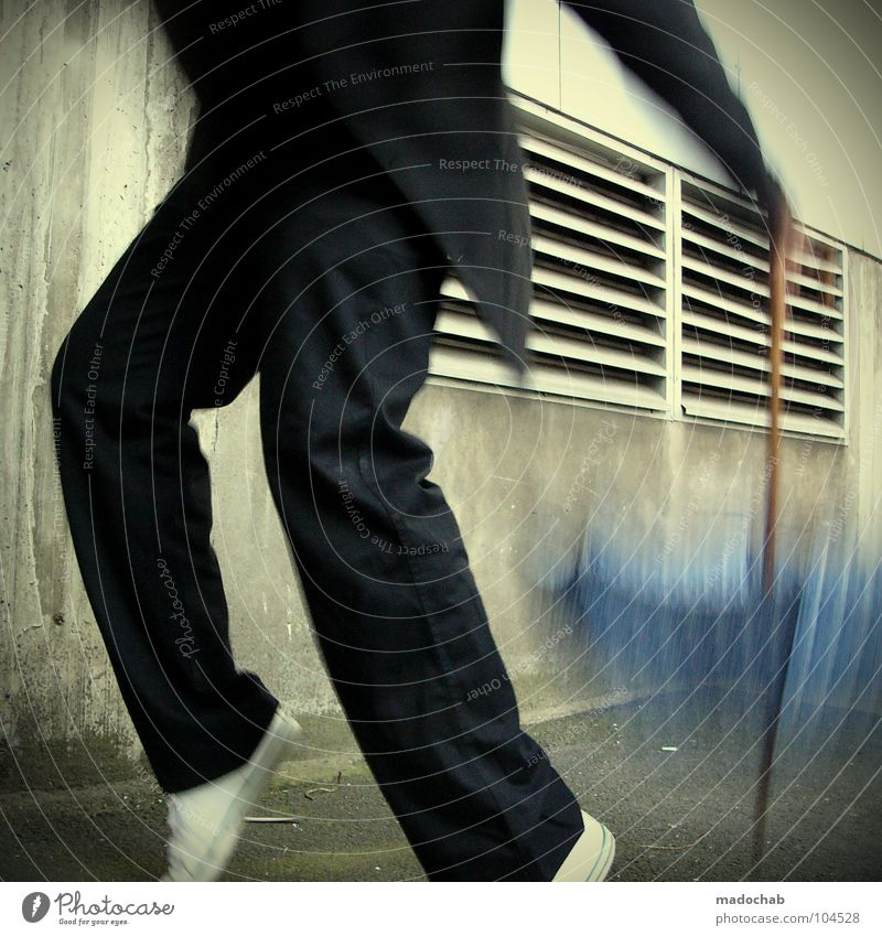 STAYING ALIVE [K*LAB*] Mann Anzug Spazierstock Körperhaltung Mensch Lifestyle Sonnenbrille Aktion schick Bremen Karriere Bewegung Unschärfe Geschwindigkeit