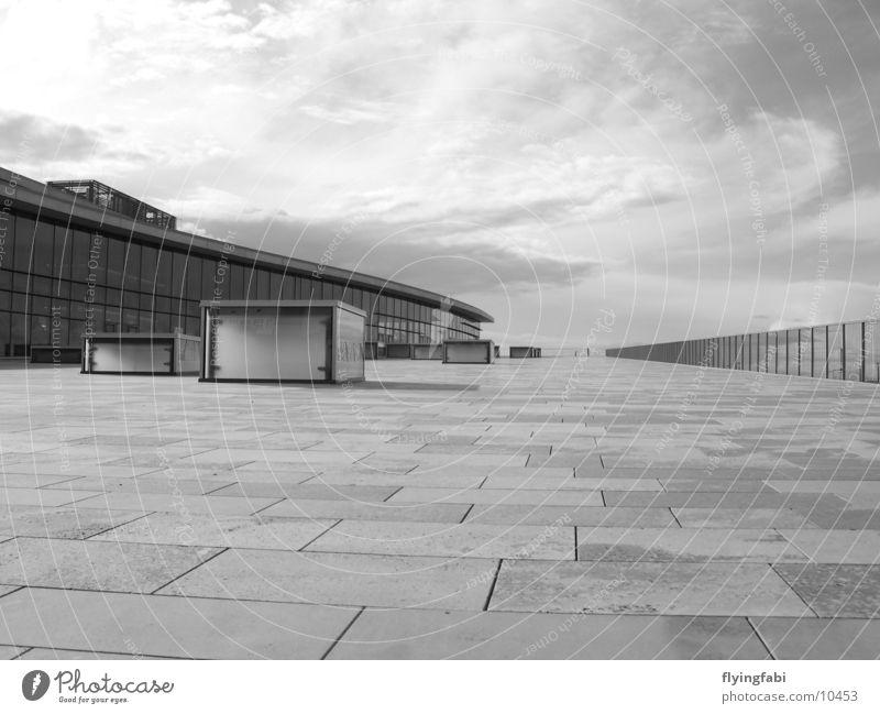 Kongresszentrum Dresden in B&W schwarz weiß Stil Architektur Messe modern terasse
