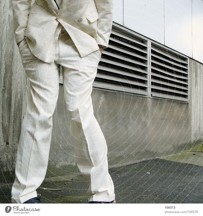 DANKE PHOTOCASE, DANKE MADO, DANKE EUCH [KOLABO] Mann Anzug anonym urinieren Bildausschnitt Anschnitt kopflos gesichtslos unerkannt Bedürfnisse unkenntlich Hosentasche x-beinig unterdrückend
