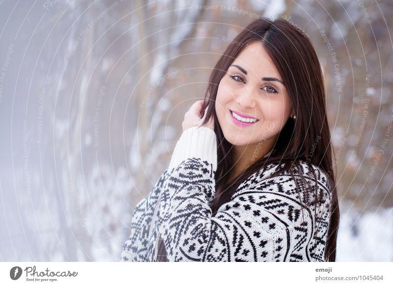 (: feminin Junge Frau Jugendliche 1 Mensch 18-30 Jahre Erwachsene Winter Glück schön kalt Lächeln Farbfoto Außenaufnahme Tag Schwache Tiefenschärfe Porträt