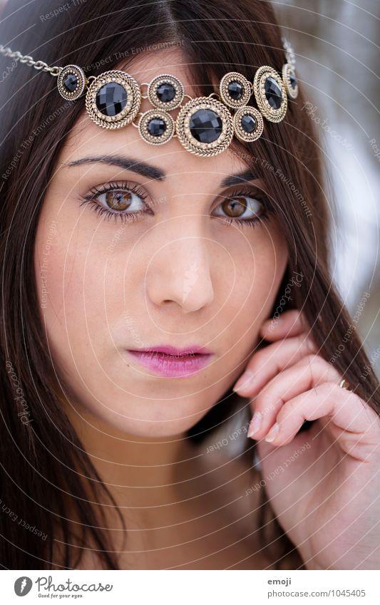 geschmückt feminin Junge Frau Jugendliche Gesicht 1 Mensch 18-30 Jahre Erwachsene schön Erotik Schmuck dunkelhaarig Farbfoto Außenaufnahme Nahaufnahme Tag