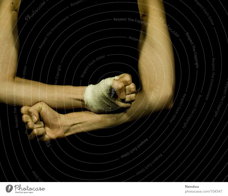 Aggression Kampfsport Lautsprecher Hand kämpfen Konflikt & Streit kaputt Wut Schmerz gefährlich Verzweiflung Ärger Gewalt Schwäche Faust Anspannung zynisch