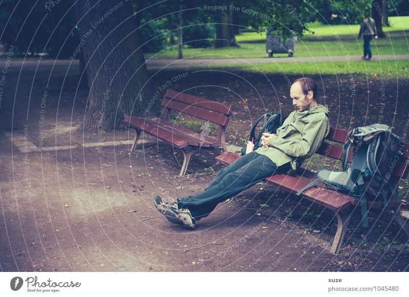 Natur verbunden Lifestyle Erholung Freizeit & Hobby lesen Arbeit & Erwerbstätigkeit Handy Mensch maskulin Junger Mann Jugendliche Erwachsene 1 18-30 Jahre Park