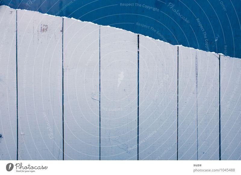 Erhobener Vorwand Medienbranche Werbebranche Mauer Wand Fassade Holz Linie Streifen authentisch einfach kalt kaputt trist trocken blau weiß Aggression Farbe