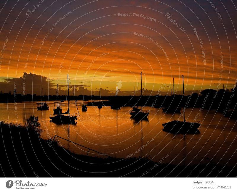 Fernweh Sonnenuntergang Wasserfahrzeug Gegenlicht Abenddämmerung Wasserspiegelung Australien Hafen Sommer Himmel Fluss