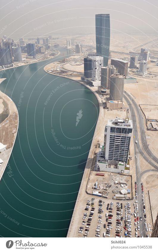 Dubai Business Bay Straße Architektur Küste Gebäude Sand Häusliches Leben PKW modern Erfolg Beton Lebensfreude Höhenangst Skyline Fernweh Hauptstadt
