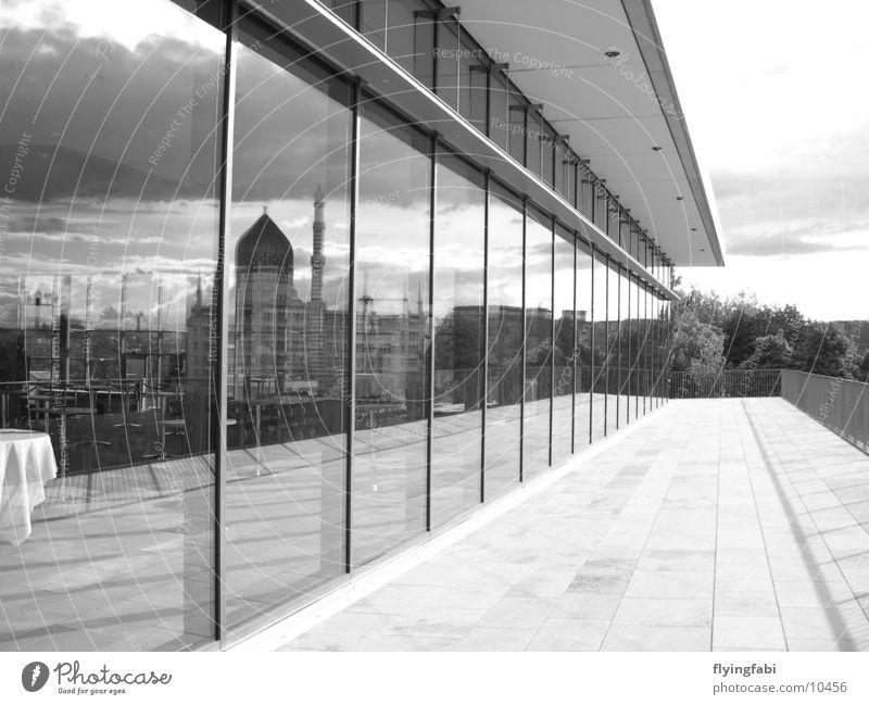 Yenize im Fenster Dresden Moderne Architektur Stil Spiegel Reflexion & Spiegelung yenize Messe Schwarzweißfoto black white