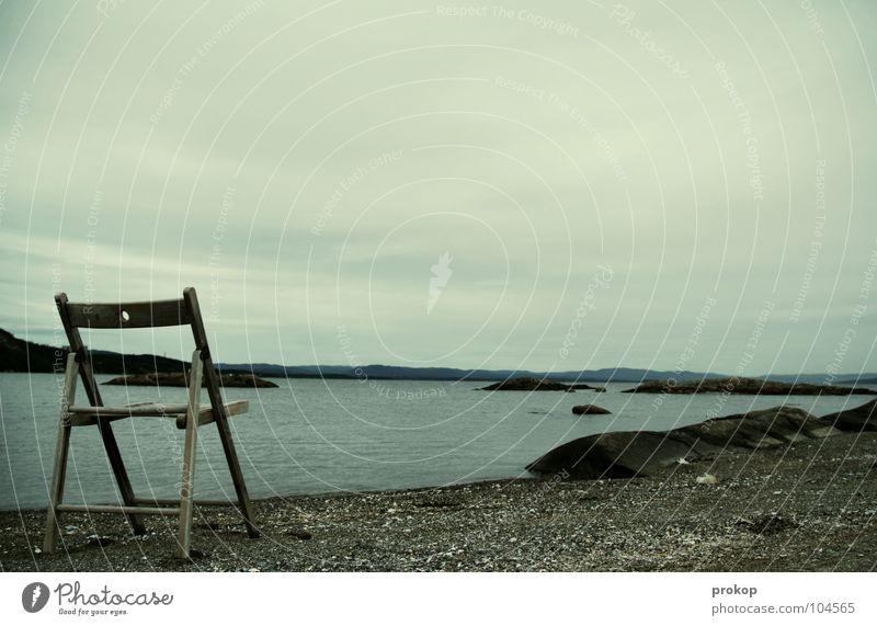 Walhalla II Meer Strand Wolken grau Horizont Holz Strandgut kalt Norwegen Einsamkeit ruhig Erholung erholsam Denken einladen Einladung Küste Frieden