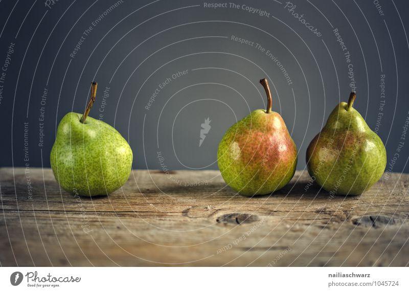 Drei Lebensmittel Frucht Birne Ernährung Bioprodukte Vegetarische Ernährung Diät einfach frisch Gesundheit Zusammensein natürlich saftig schön süß braun grau