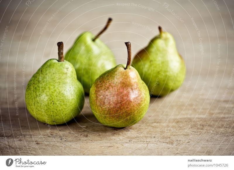 Frische Birnen schön grün Farbe gelb natürlich Holz klein Gesundheit braun Lebensmittel Frucht Kraft frisch authentisch einfach rund