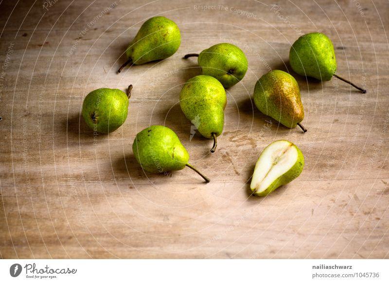 Birnen Lebensmittel Frucht Bioprodukte Vegetarische Ernährung Diät Fasten Holz Duft genießen frisch Gesundheit klein lecker natürlich saftig schön braun gelb