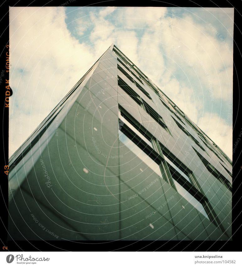 wolkenkratzer Himmel Wolken Haus Fenster Architektur Linie Fassade groß hoch Hochhaus Maske Quadrat analog aufwärts eckig streben