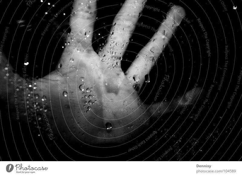Fear the hand =) Hand dunkel Fenster Wassertropfen Finger Freizeit & Hobby Fensterscheibe