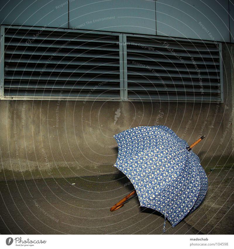 MY UMBRELLA [K*LAB*] blau dunkel Wetter gefährlich Bodenbelag retro Dinge Asphalt Schutz Regenschirm Sturm Unwetter Leidenschaft trashig Hinterhof vorhersagen